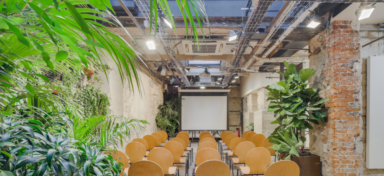 1 Espace Cinko salle de conférence végétalisée sous verrière